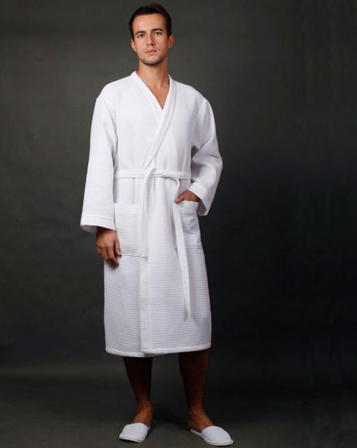 Фото мужского вафельного халата с вышивкой слов