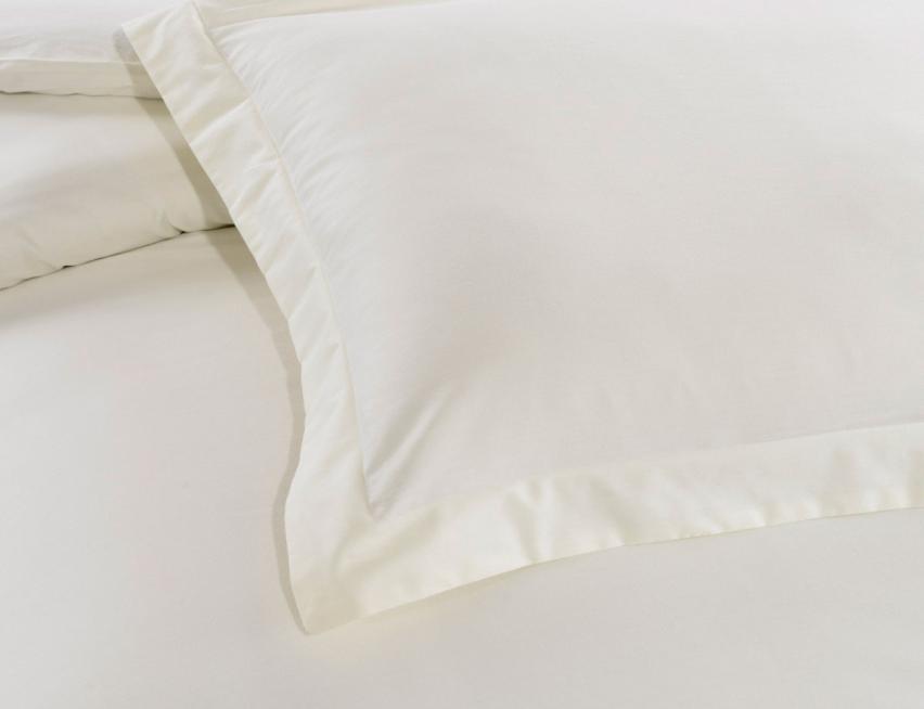 Кремовое постельное белье с вышивкой